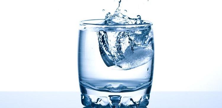 фото вода в стакане
